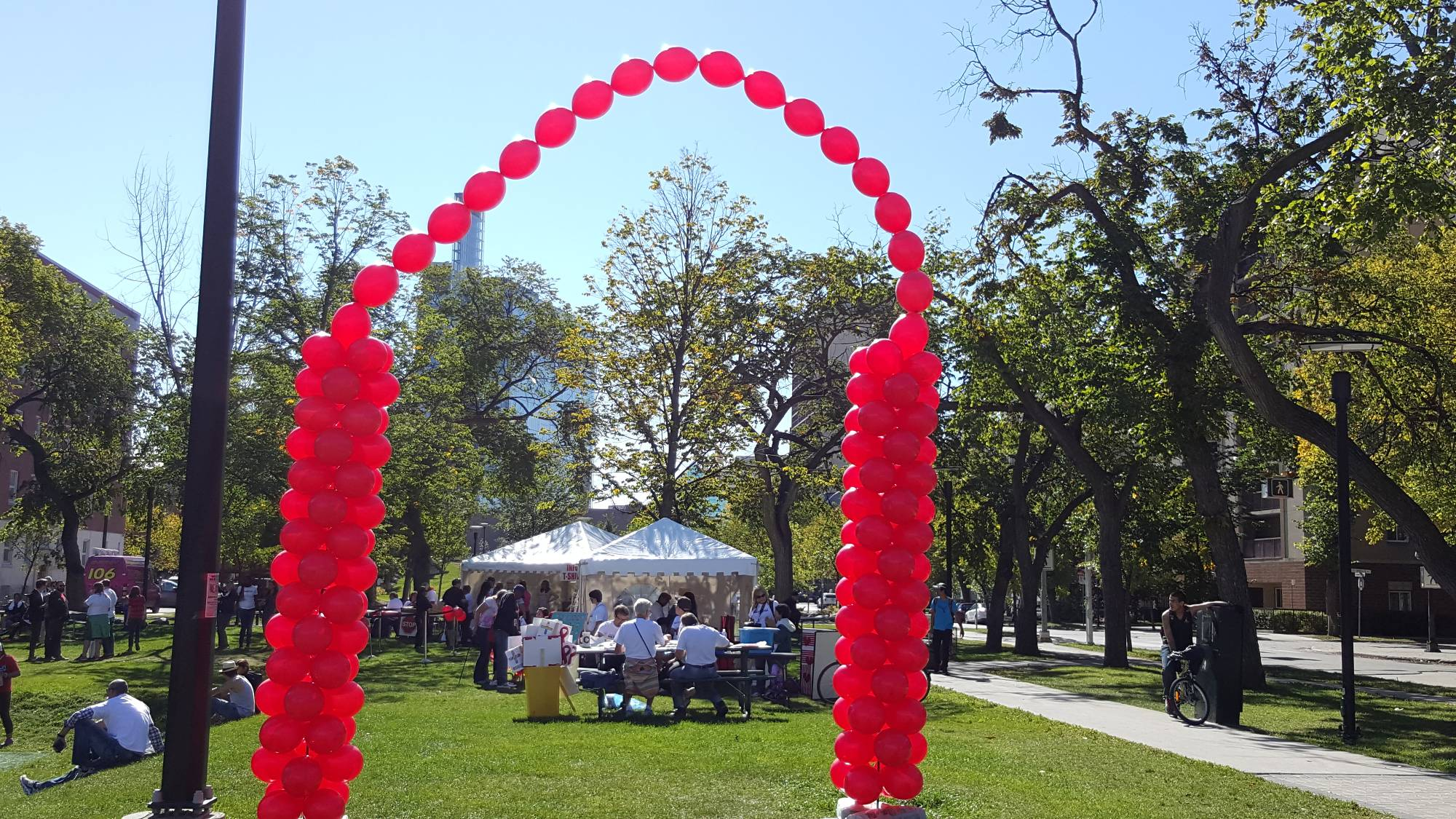 Outdoor Finish Line Archway by Balloon Empire